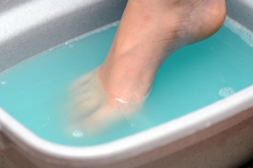 Ванночки с уксусом – обязательная процедура при лечении онихомикоза