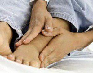 Подагра сопровождается болью в суставах