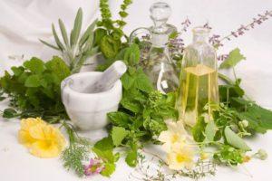 Народная медицина помогает поддерживать красоту и здоровье стоп и ногтей