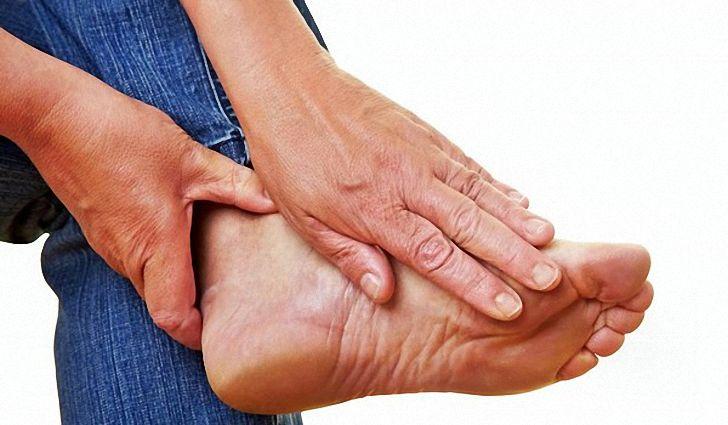 Сильно болят стопы ног чем лечить