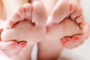 Почему немеют ступни - определит только врач