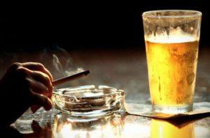 Сигареты и выпивка - провокаторы сосудистых патологий