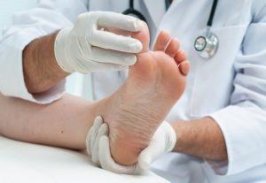 Ушиб пальца на ноге: симптомы и лечение