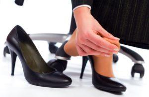 Узкая обувь – причина врастания ногтей