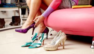 Обувь на высоком каблуке – одна из причин появления вросшего ногтя