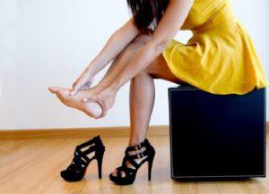 Неудобная обувь на высоком каблуке