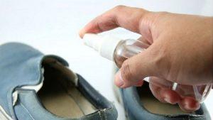 Обработка обуви для профилактики грибка
