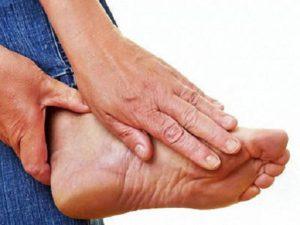 Боль в стопе под большим пальцем