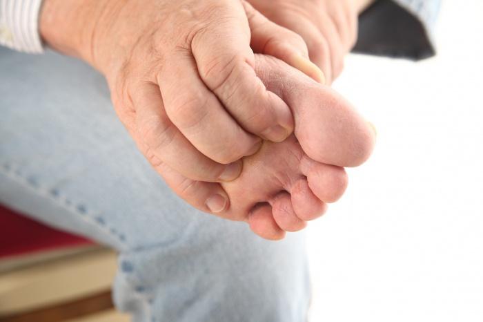 Чешется большой палец на ноге