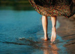 Хождение босиком на пляже