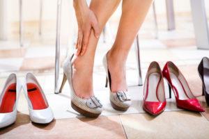 Неудобная обувь на высоких каблуках