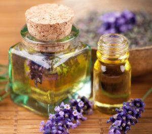 Пузырек эфирного масла и прополисной настойки