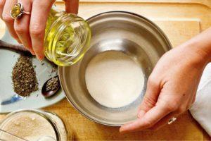 Скраб для ног из оливкового масла и манки