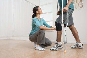 Процесс реабилитации на костылях