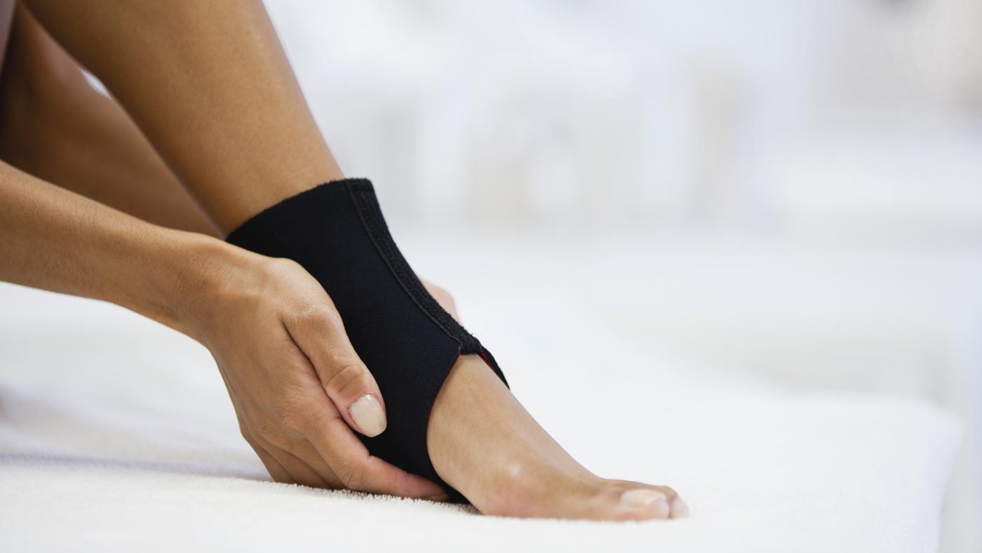 Когда можно наступать на ногу после перелома голени и сколько ходить в гипсе