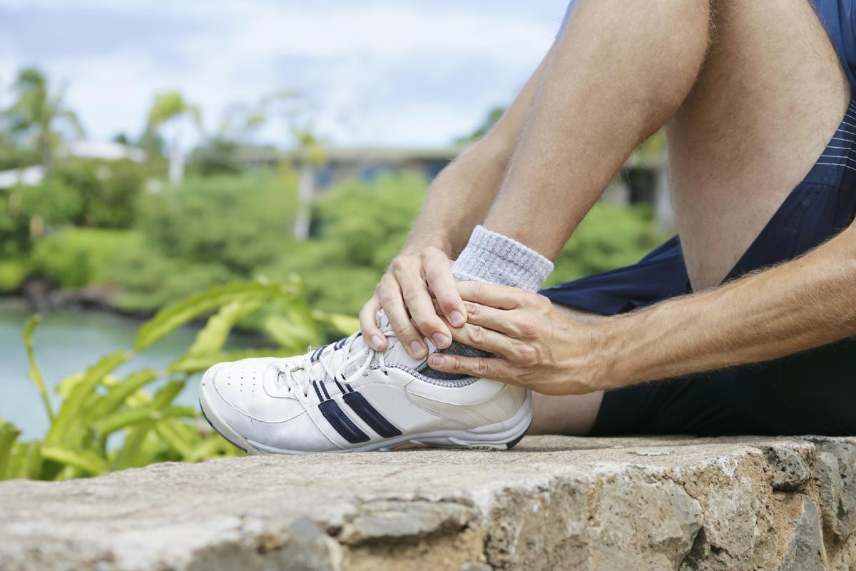 Боль в щиколотке при ходьбе методы и особенности лечения