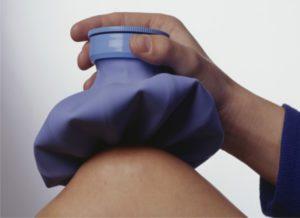 Почему болят икры ног при ходьбе, после тренировки, у беременных, у ребенка? Что делать, если болят и отекают икры ног: лечение народными средствами