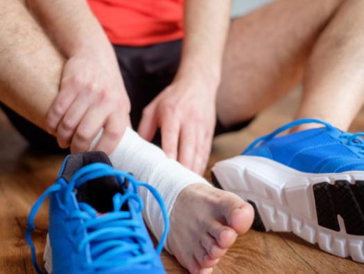 Растяжение связок голеностопа: лечение и реабилитация в домашних условиях