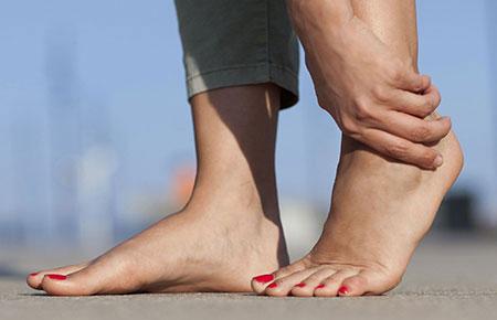 Ушиб голеностопного сустава: симптомы и лечение в домашних условиях