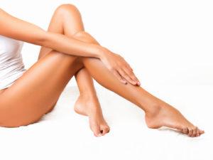 Почему шелушится кожа на ногах ниже колен у женщин. Что делать если кожа на ногах сухая и шелушится