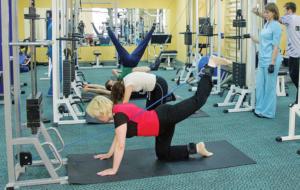 Гимнастика в зале: махи бедром