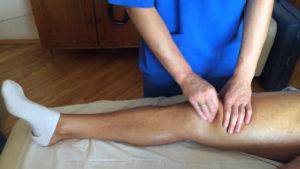 Массаж колена для лечения бурсита