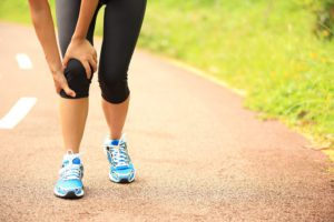 Сильная боль в колене при беге