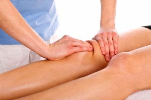 Массаж коленного сустава для лечения растяжения