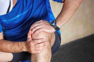 Артропатия коленного сустава у детей: что это такое, код по МКБ-10, симптомы, причины и лечение