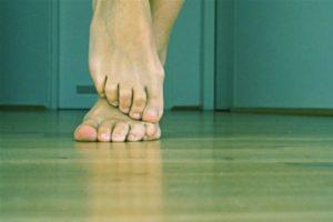 Артроз мерзнут колени: народные средства, первые признаки, побочные эффекты, профилактика