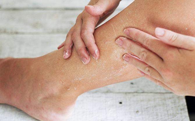 Ноги чешутся ниже колен до крови лечение