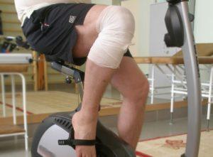 Массаж коленного сустава после эндопротезирования коленного сустава