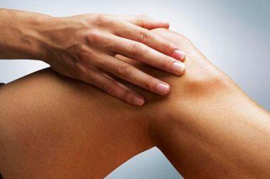 Жжение в коленном суставе спереди и сзади: причины и лечение