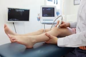 Что делать если болит коленная чашечка причины и лечение