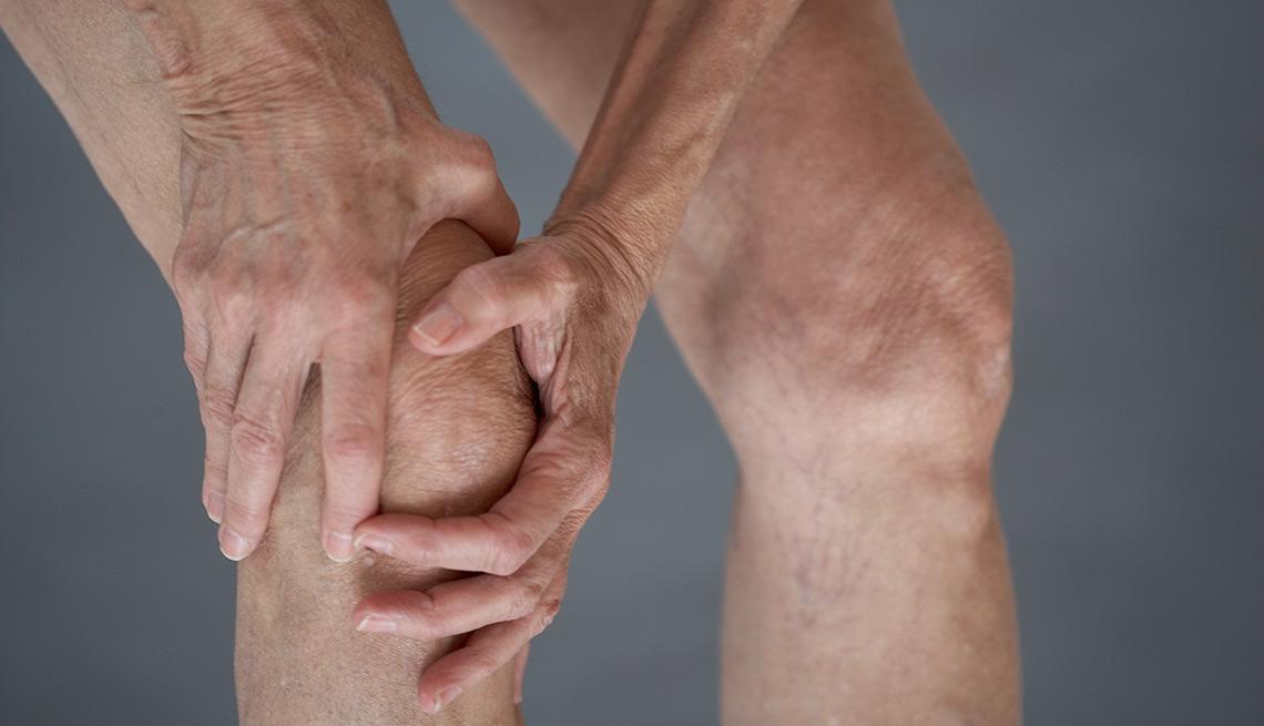 Хрустит и щелкает колено. Причины появления хруста в колене. Хруст при ходьбе, сгибании и разгибании, приседании. Патологии, вызывающие хруст и щелканье в колене