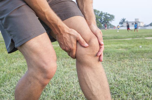Причины жидкости в коленном суставе