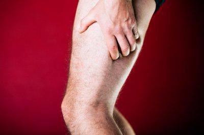 Почему болит нога от бедра до колена и тянет мышцы: причины боли
