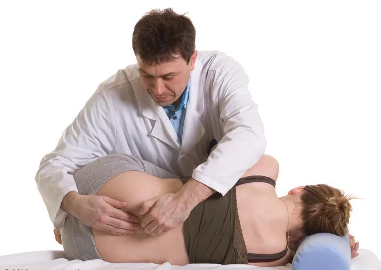 К какому врачу обратиться если болит копчик