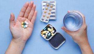 Прием лекарств регламентируется доктором и назначается согласно диагноза