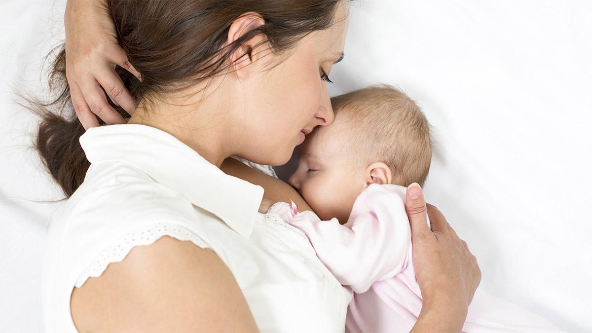 Можно ли кормить ребенка при мастите: с температурой и без