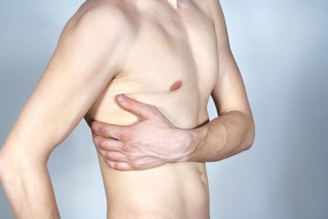 Как в домашних условиях определить перелом ребра, ушиб или трещину: симптомы и лечение