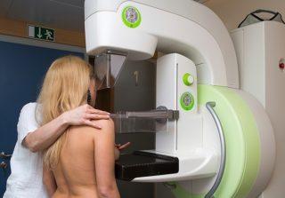 Уплотнения в груди у мужчин – есть ли повод для беспокойства?