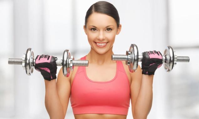 Упражнения с гантелями для мышц грудины для женщин в домашних условиях