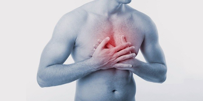 Резкая тупая боль в грудине посередине