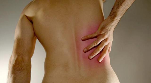 Болит правый бок со спины: почему боли под ребрами сзади, что находится в области поясницы, ноющий, тупой, резкий и острый, тянущий симптом, жжение