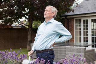 Как снять боль в спине не выходя из дома