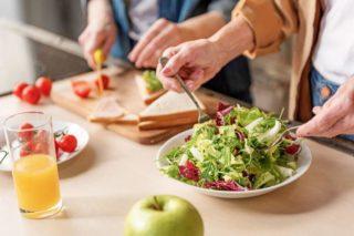 Как убрать жир с поясницы и боков у мужчин и женщин в домашних условиях и в тренажерном зале