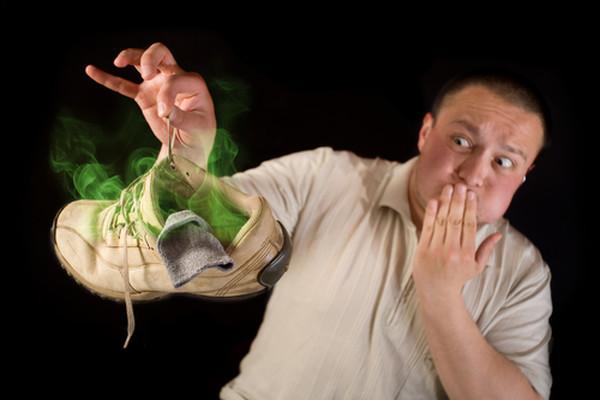 Запах ног у мужчин: как избавиться, причины и лечение