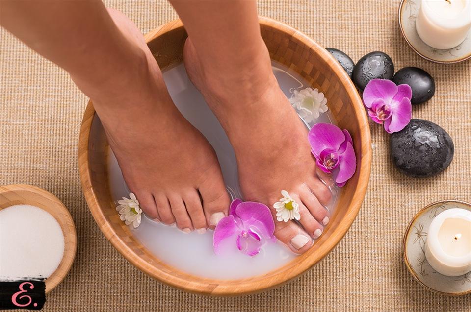 Увлажняющие ванночки для ног в домашних условиях