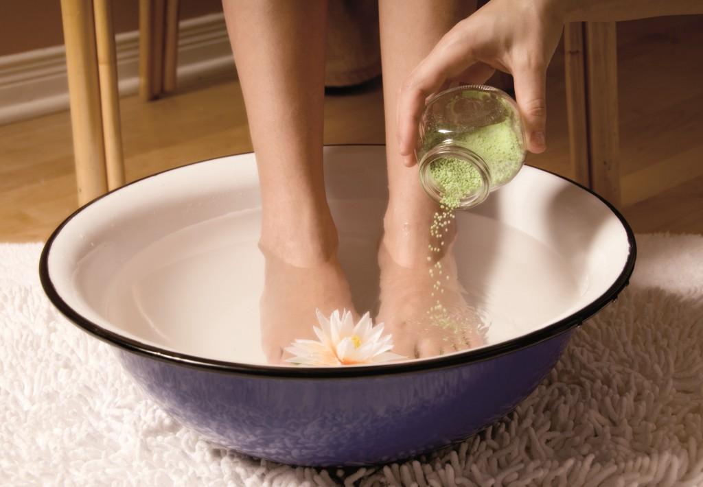 Крема и мази для ног от трещин на пятках